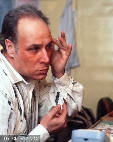 Palcsó Sándor az Operaházi öltözőben