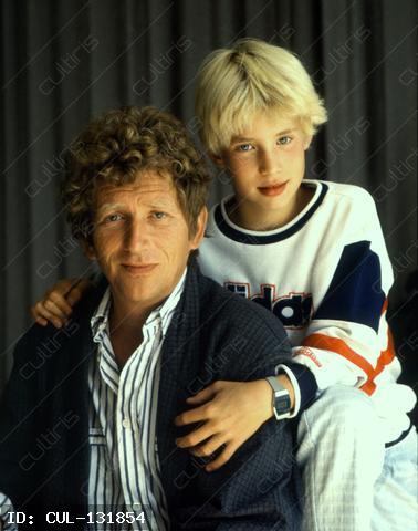 Kern András színművész a kisfiával 1986-ban.