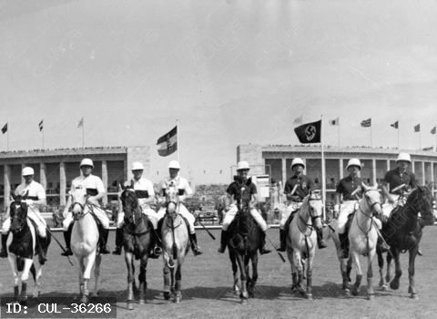 A magyar és a német lovaspóló csapat. A magyar lovaspóló válogatott 1936. évi Berlinben rendezett nyári olimpián a negyedik helyezést érte el. Az elődöntőben Magyarország Németországot 16-6 arányban győzte le, a bronzéremért folyó mérkőzést pedig Mexikó 16-2 arányban nyerte meg Magyarország ellen.