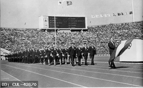 1964. évi Tokióban rendezett nyári olimpia megnyitó ünnepsége. A magyar nemzeti zászlóval Kulcsár Gergely vonult be a a stadionba a magyar küldöttek élén.