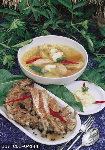 Újévi toros leves lúdgége tésztával.