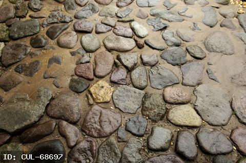 Különböző formájú kövek, kavicsok