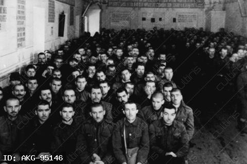 Hostory / WWII / Prisoners of war.-Romanian prisoners in a prisoner of war camp in the USSR.-Photo, February 1942.